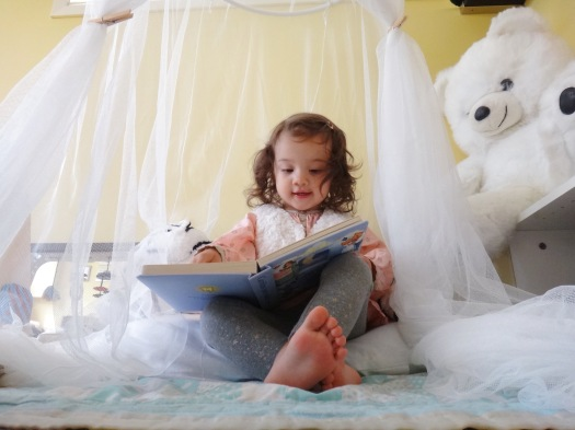 Early Literacy Mommy Blogger Bilingual Children (5)